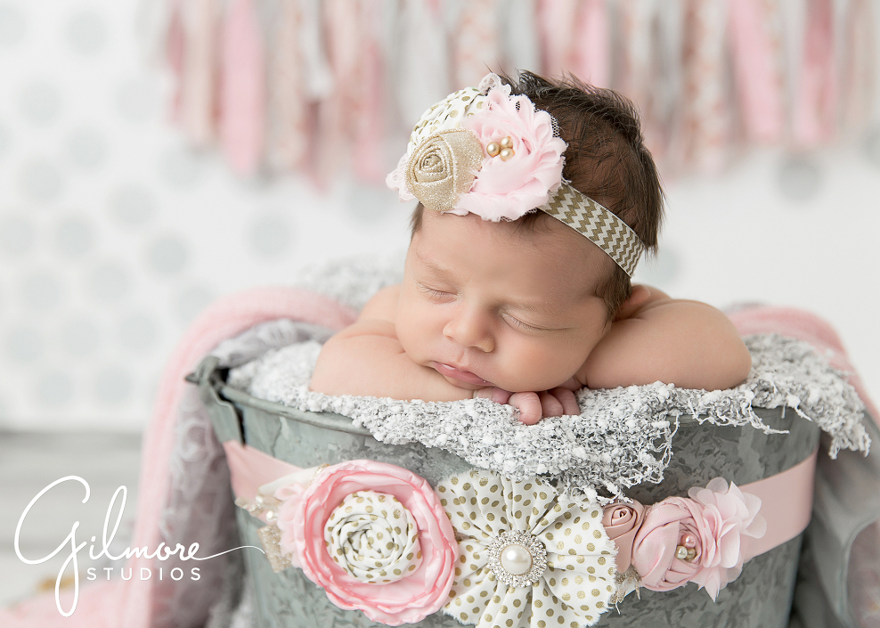 10-newborn-pose-pink-headband-bow-bucket-baby-props-studio-sleepy-baby-pose