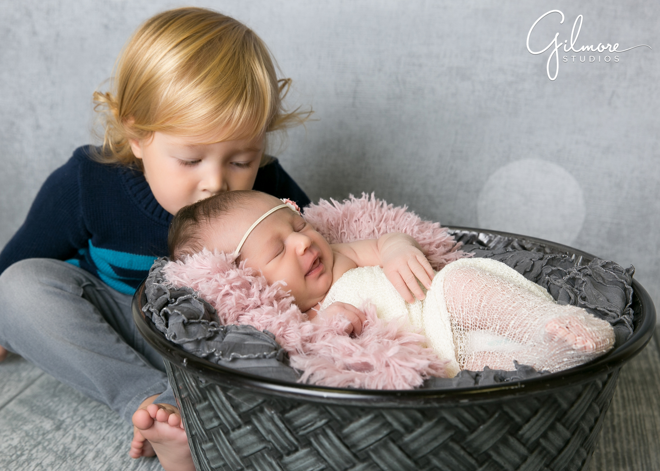 ae6d0c11f07 Costa-Mesa-Photography-Studio-Newborn-Baby-Girl-Family- ...